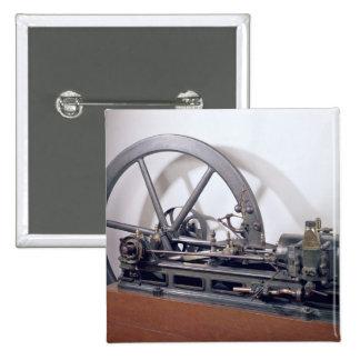 Internal combustion engine pinback button