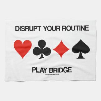 Interrumpa su puente rutinario del juego (cuatro toallas de mano
