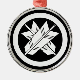 Intersecting arrows in circle metal ornament