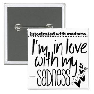 Intoxicado con locura en amor con mi tristeza pin cuadrado