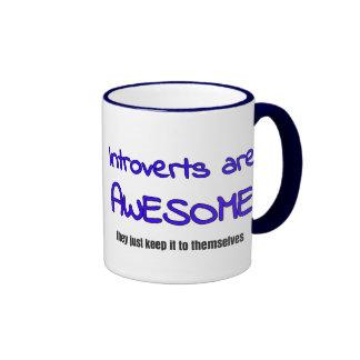 Introverts es impresionante taza de dos colores