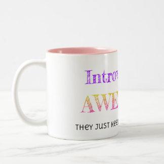 Introverts es impresionante taza de dos tonos