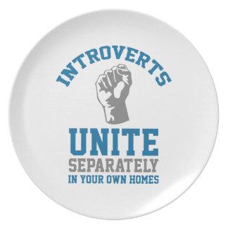 Introverts unen plato de cena