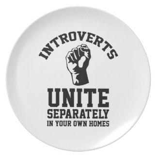 Introverts unen plato de comida