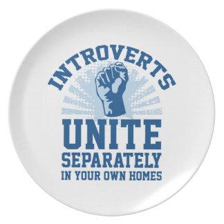 Introverts unen platos