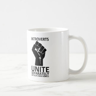 Introverts unen por separado en su taza de los
