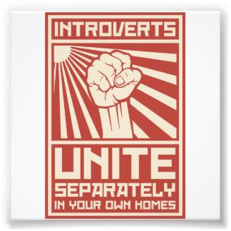 Introverts unen por separado en sus propios fotografía