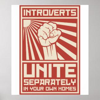 Introverts unen por separado en sus propios póster