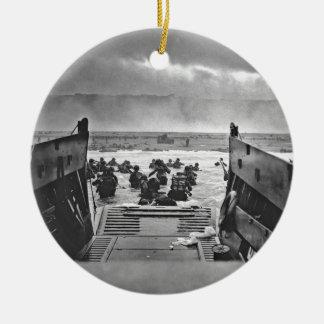 Invasión de Normandía en el día D - 1944 Adorno Navideño Redondo De Cerámica