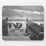 Invasión de Normandía en el día D - 1944 Tapetes De Ratón