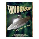 Invasión del UFO - cartel de película del vintage Postales