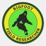 Investigador del campo de Bigfoot Pegatina Redonda