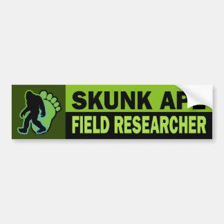 Investigador del campo del mono de la mofeta pegatina de parachoque