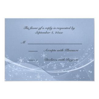 Invierno blanco azul de los copos de nieve que invitaciones personales