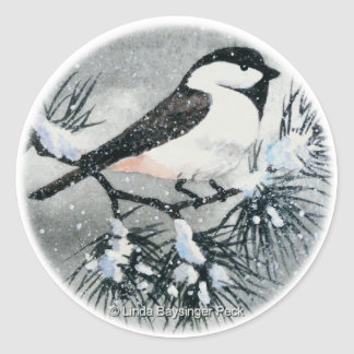 Invierno capsulado negro del pájaro del Chickadee Pegatina Redonda