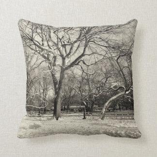 Invierno de Nueva York - nieve del East Village Cojín