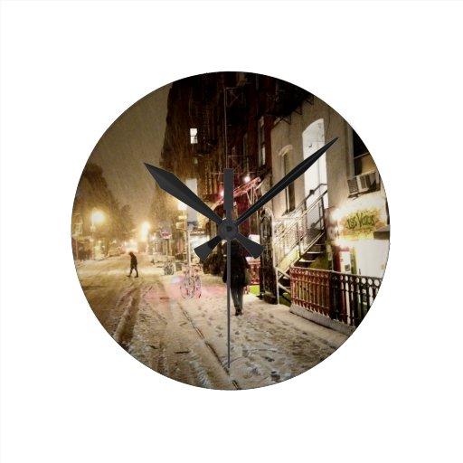 Invierno de Nueva York - nieve en la zona este más Reloj Redondo Mediano