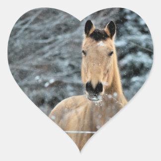 Invierno del caballo del ante pegatina en forma de corazón