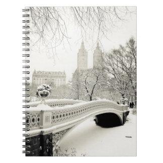 Invierno del Central Park - nieve en el puente del Libro De Apuntes Con Espiral