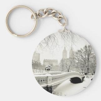Invierno del Central Park - nieve en el puente del Llavero Redondo Tipo Pin