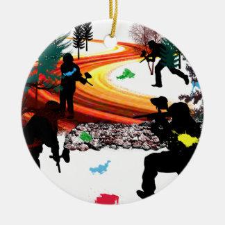 Invierno Paintball en las maderas Adorno Navideño Redondo De Cerámica