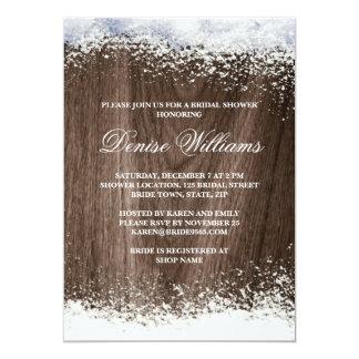 Invierno rústico de la nieve del barnwood que casa invitaciones personalizada