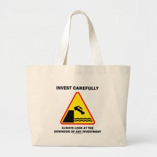 Invierta cuidadosamente siempre la mirada en la bolsa tela grande