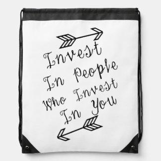 Invierta en la gente que en conferir a usted, cita mochilas