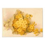 Invitación amarilla de las flores del vintage
