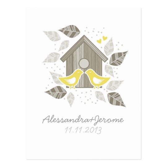 invitación amarilla de los pájaros que se besa postal