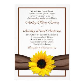 Invitación amarilla del boda de la cinta de Brown