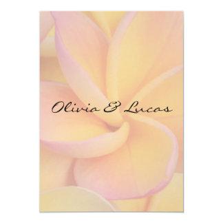 Invitación amarilla del boda del Plumeria