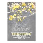 Invitación amarilla gris del boda con las luces de