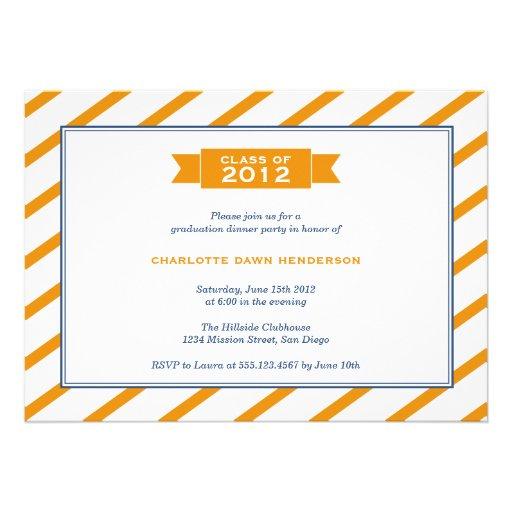 Invitación anaranjada de la graduación de la raya
