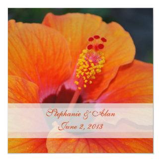 Invitación anaranjada del boda del hibisco