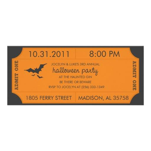 Invitación anaranjada del boleto de Halloween