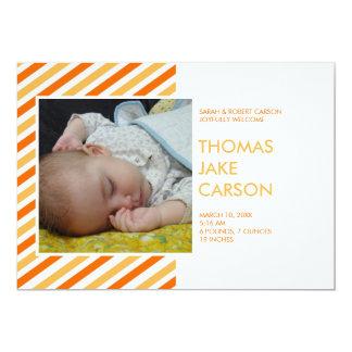 Invitación anaranjada del nacimiento del bebé de