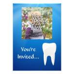 Invitación azul/blanca de la foto del diente
