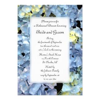 Invitación azul de la cena del ensayo del boda del