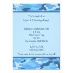Invitación azul de la fiesta de cumpleaños de Camo
