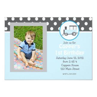 Invitación azul del cumpleaños del tren invitación 12,7 x 17,8 cm