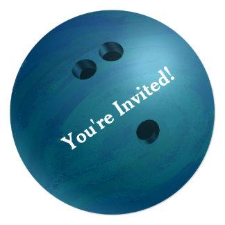 Invitación azul del fiesta de la bola de bolos
