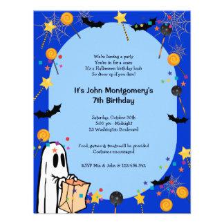 Invitación azul del fiesta del traje del cumpleaño
