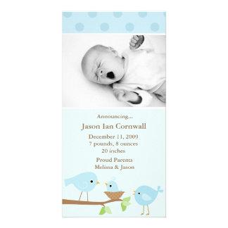 Invitación azul del nacimiento de los pájaros tarjeta fotográfica personalizada