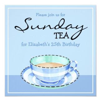 Invitación azul del té del cumpleaños de la taza