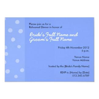 Invitación azul pintada de la cena del ensayo de