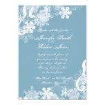 Invitación azul y blanca del invierno del copo de