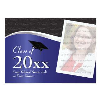 Invitación azul y negra adaptable de la graduación