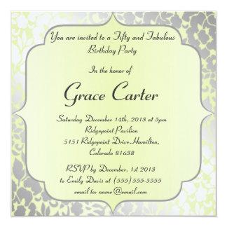 Invitación beige metálica elegante de la fiesta de