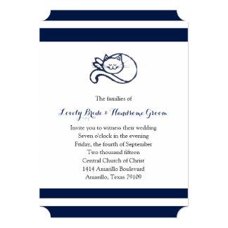 Invitación blanca azul del boda del gato feliz invitación 12,7 x 17,8 cm